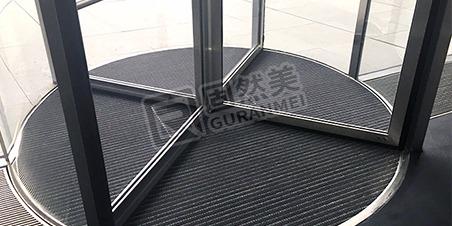 铝合金地垫与普通地垫的比较分析