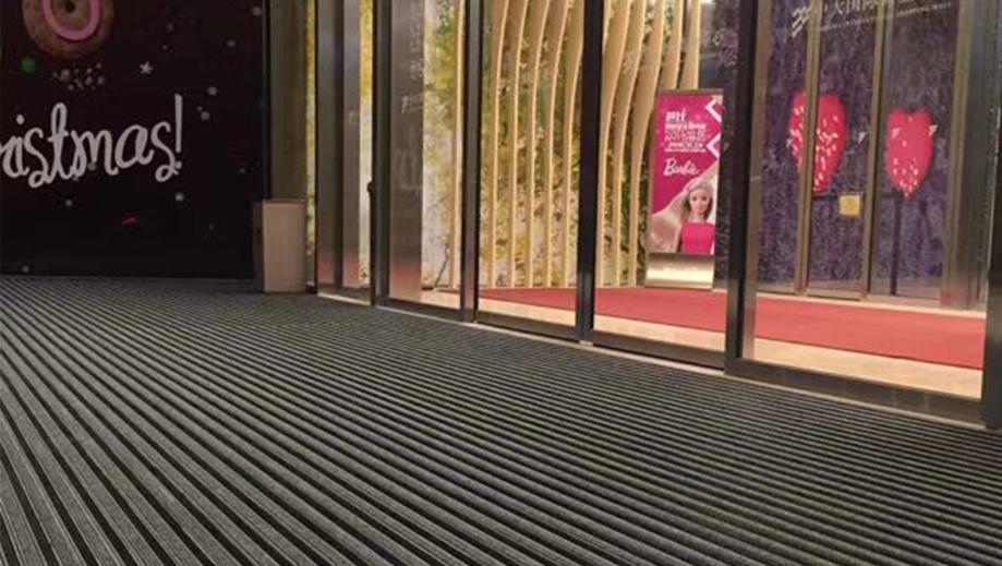 西安中大国际商业中心在固然美选购铝合金地垫