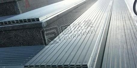 台阶上可以用铝合金地垫吗