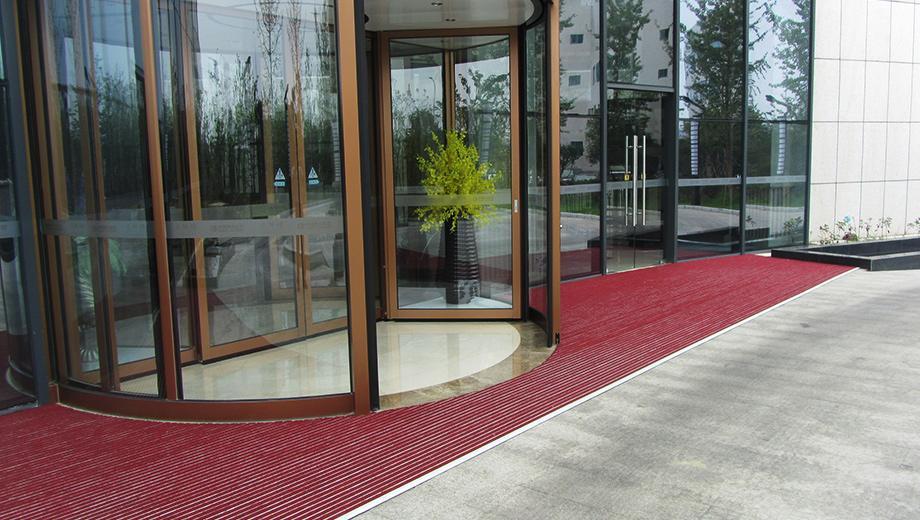 燕归楼商务酒店在固然美选购铝合金地垫