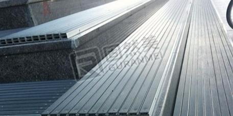 橡胶式铝合金地垫的优缺点